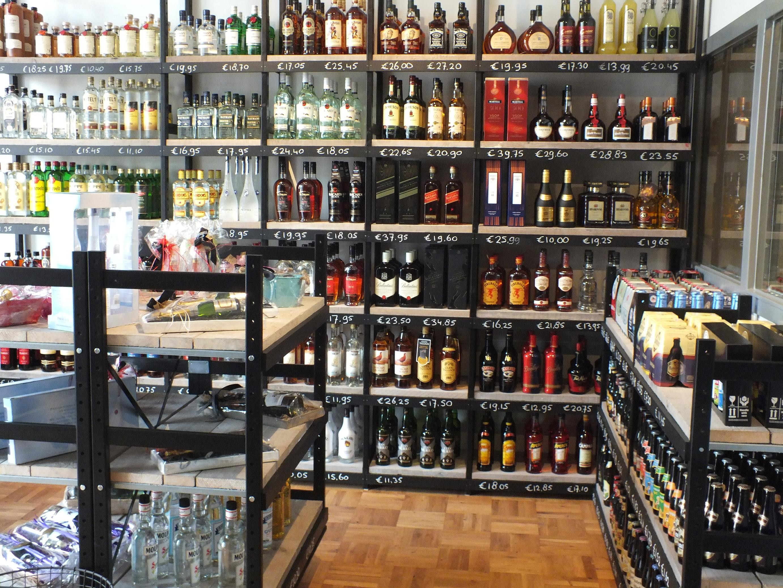 wijnwinkelinrichting bottles barrels