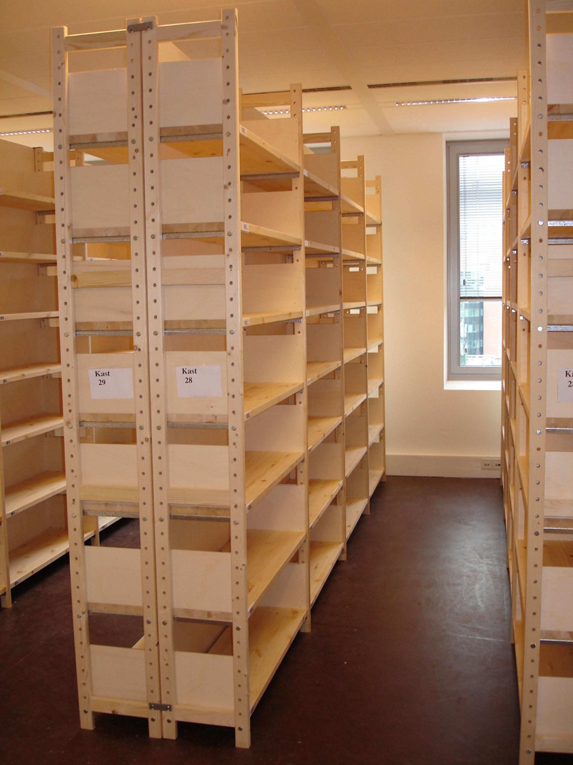kantoorinrichting houten stellingen
